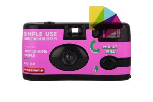 lomography_simple_use_film_camera_lomochrome_purple_front_4